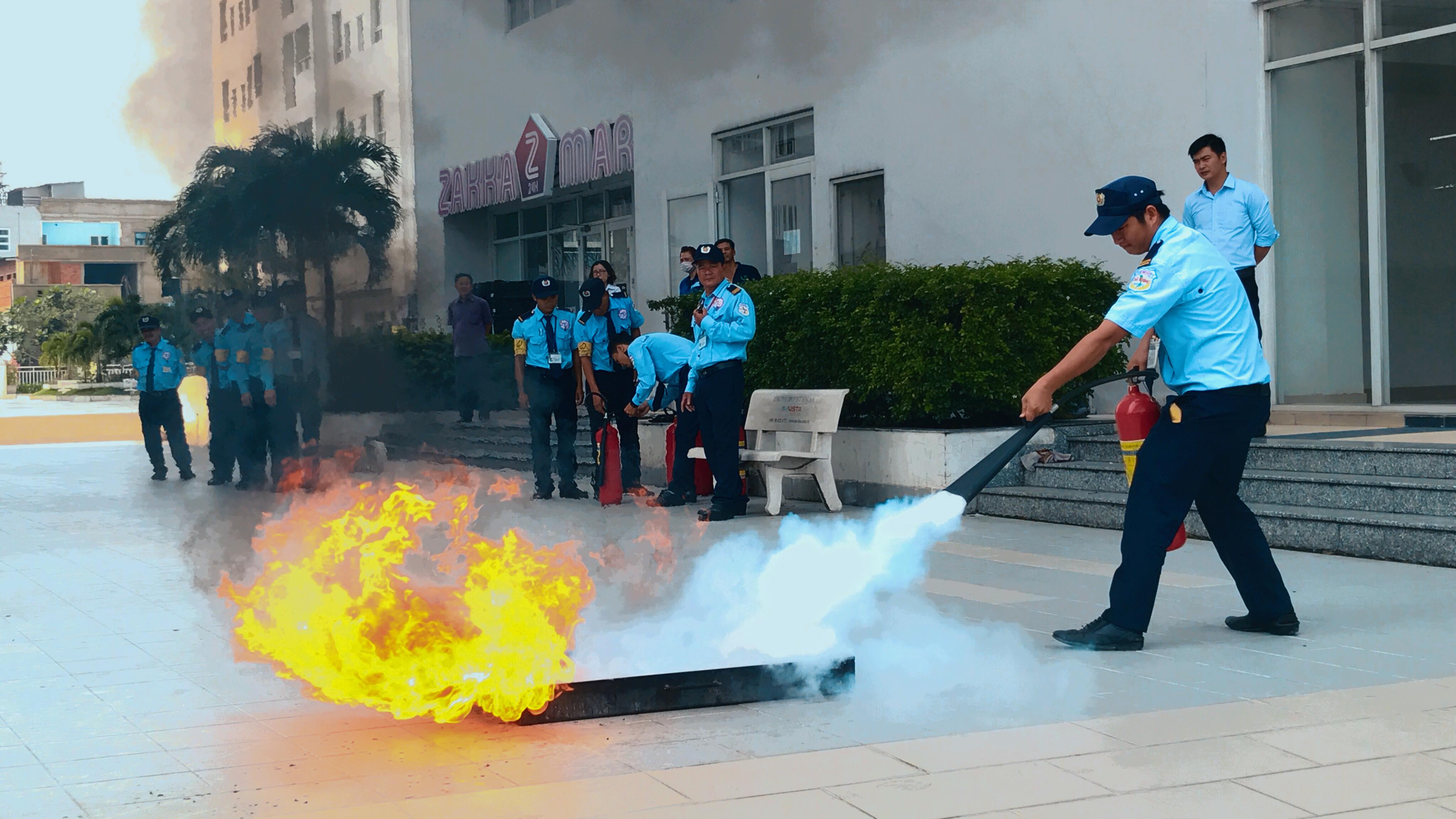 Có nghiệp vụ phòng chống cháy nổ