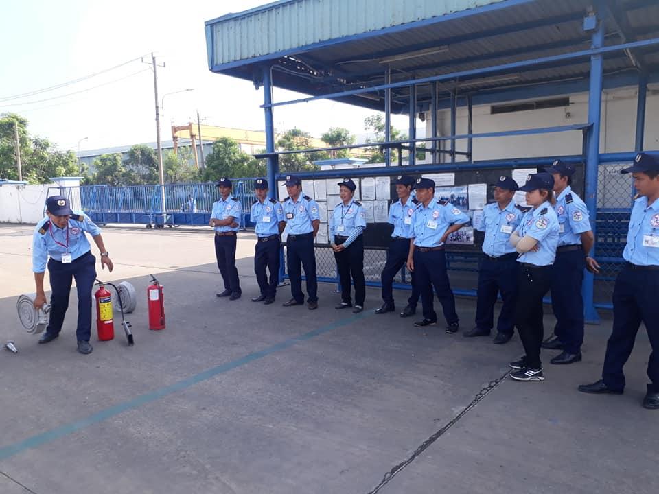 Việc đào tạo thực hành nhân viên bảo vệ với nhiều kĩ năng
